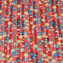 Mousseline polyester satiné marguerite fond rouge rayé ajouré irisé