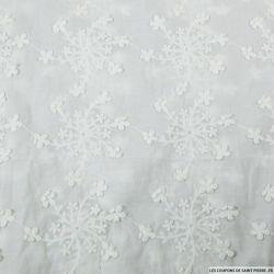 Voile brodé stumpwork fleurie blanc