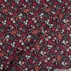 Coton imprimé pommes de pin rose fond noir