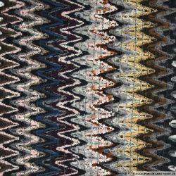 Tweed polyester contrecollé zigzag camel et bleu