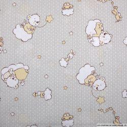 Popeline de coton imprimée ourson sur un nuage fond gris beige