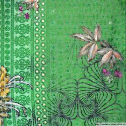 Broderie anglaise sequins grandes fleurs fond vert