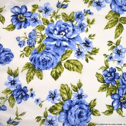 Voile polycoton imprimé fleurs bleues fond blanc