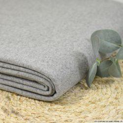 Drap de laine gris clair