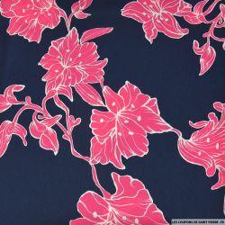 Satin polyester imprimé en ballade rose fond marine