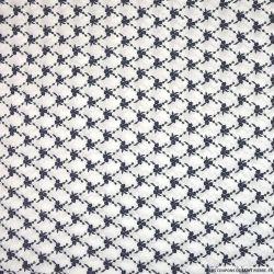 Coton brodé losange floral marine fond blanc