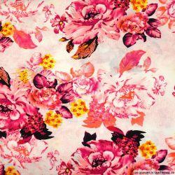 Viscose imprimée lotus ou rose fuchsia fond blanc cassé
