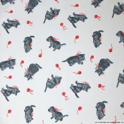 Tissus Piqué de coton imprimé chat gris et pelote rouge