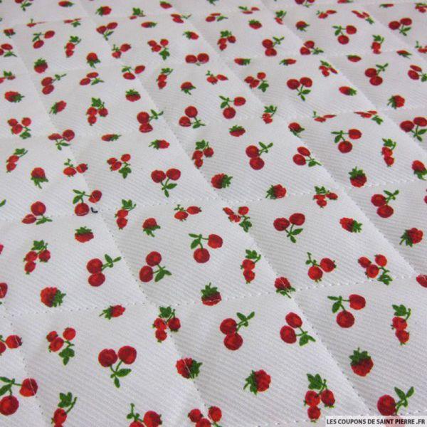 Tissu Piqué de coton matelassé imprimé cerises rouges sur fond blanc au mètre