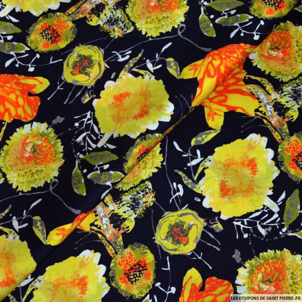 Tissu satin de soie imprimé fleurs jaune sur fond marine