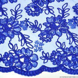Tulle dentelle brodé fleurs bleu roi