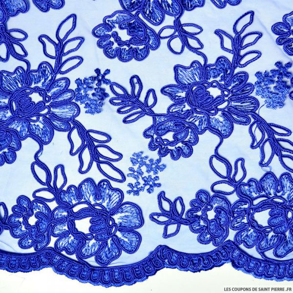 Tulle brodé festonné fleurs bleu roi