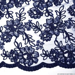 Tulle brodé festonné fleurs bleu nuit