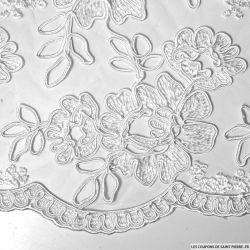 Tulle brodé festonné fleurs blanc