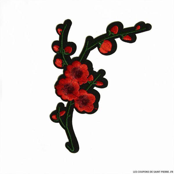Écusson brodé fleurs de cerisier rouge à thermocoller
