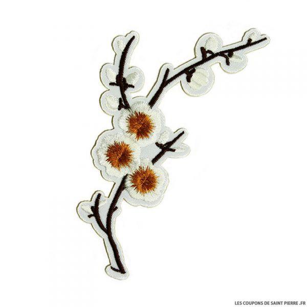 Écusson brodé fleurs de cerisier blanc à thermocoller