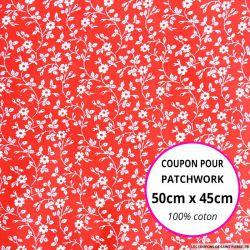 Coton imprimé fleurs blanches sur fond rouge Coupon 50x45cm