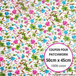 Coton imprimé bouquet de fleurs vert, rose et bleu fond Blanc Coupon 50x45cm