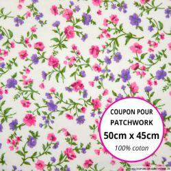 Coton imprimé fleurs roses, vertes et mauves sur fond blanc Coupon 50x45cm
