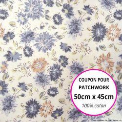 Coton imprimé fleurs grises et roses sur fond écru Coupon 50x45cm