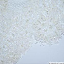 Dentelle festonnée perlée fleurs blanc cassé au mètre