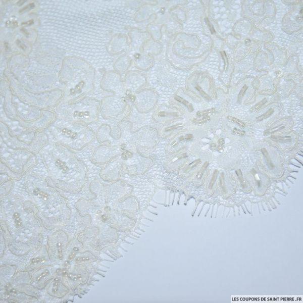 Dentelle festonné perlé fleurs blanc cassé au mètre