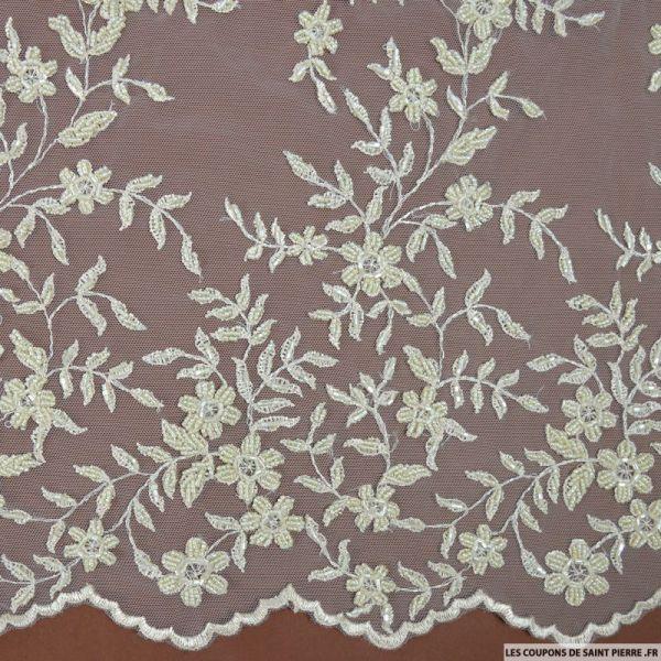 Tulle brodée perlée branches de fleurs sable