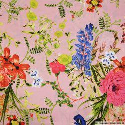 Satin polyester imprimé fleurs sauvage fond rose