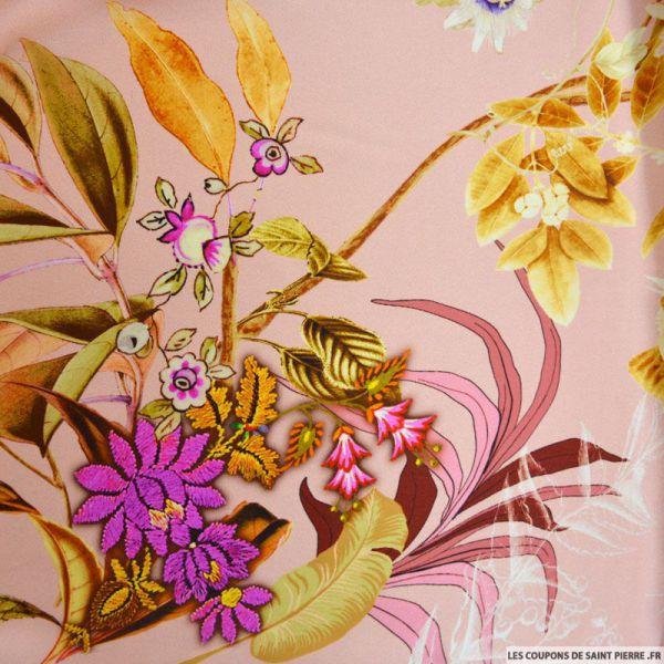 Satin de soie imprimé bouquet fleuri fond rose