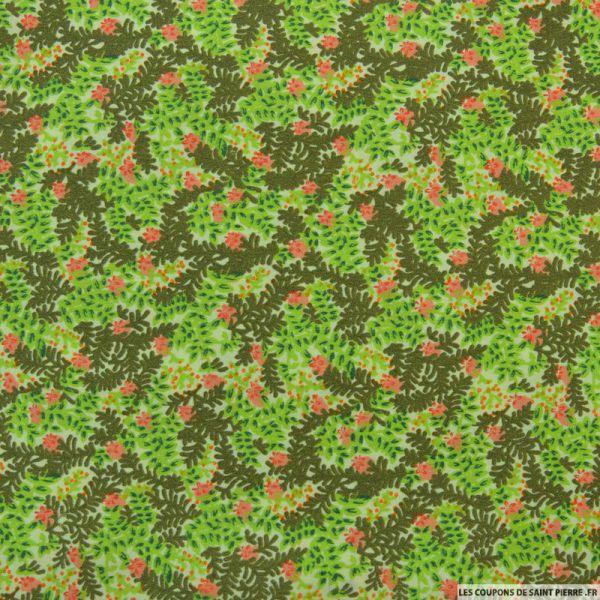 Polycoton imprimé feuillages et fleurs violet fond vert