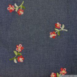 Jean's coton fin brodé fleurs roses et rouges fond bleu gris