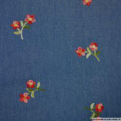 Jean's coton fin brodé fleurs roses et rouges fond bleu