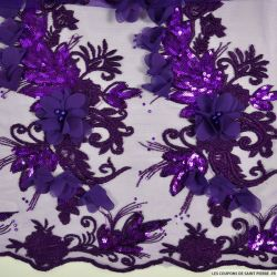 Tulle brodé festonné fleurs et sequins violet