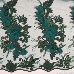 Tulle brodé festonné fleurs et sequins vert