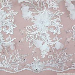 Tulle brodé festonné fleurs et sequins blanc cassé