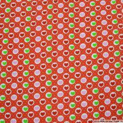 Coton imprimé coeurs fond rouge