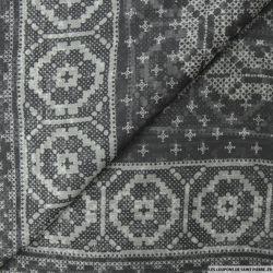 Mousseline de Soie imprimé ethnique fond gris