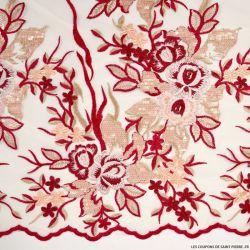 Tulle festonné brodé fleurs bordeaux fond chair