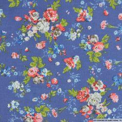 Coton imprimé fleurs roses sur fond bleu