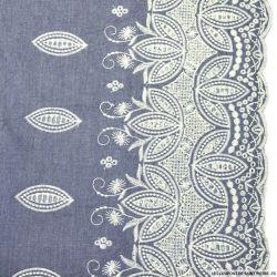 Jean's clair coton fin brodé écru pétales ajouré et festonné