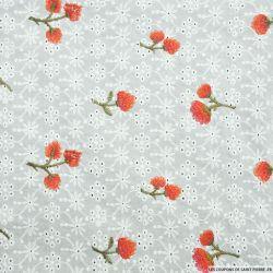 Broderie anglaise brodée de fleurs rouge fond blanc