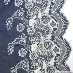 Jean's foncé coton fin brodé écru fleurs ajouré et festonné