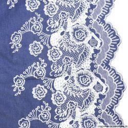 Jean's coton fin brodé écru fleurs ajouré et festonné