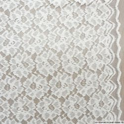 Dentelle polyester fleurs blanc cassé