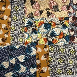 Crêpe polyester imprimé patchwork folk ore et marine