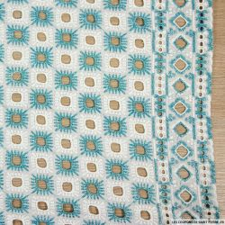 Broderie anglaise blanche carré turquoise irisé