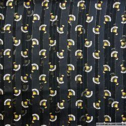 Mousseline polyester satiné éventail fond noir rayé ajouré irisé