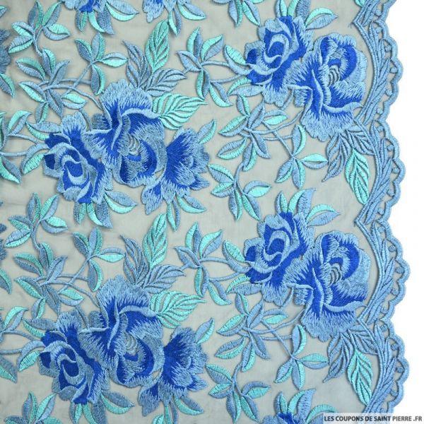 Tulle noir brodé fleurs bleu denim festonné