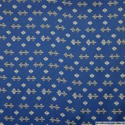Satin polyester imprimé triangle polynésien fond bleu
