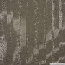 Voile de coton kaki fines rayures brodées et irisées argent